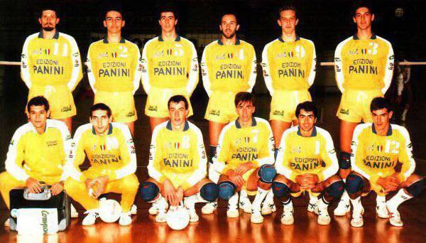 Panini anni 80. La formazione del campionato 1986/87, primo a sinistra Lorenzo Bernardi e, alla sua destra, io
